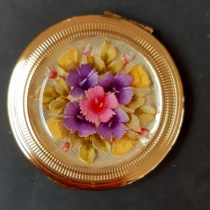 kigu lucite flowers compact